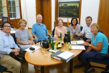 Begrüßung der Eheleute Lehmann  durch den Vorstand des Vereins NFWW©Nienburg - Freundschaften weltweit e.V.